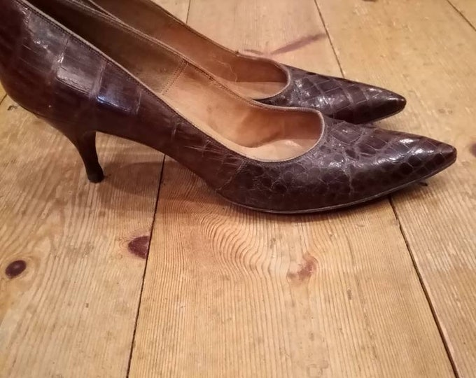 Vintage 1950s Deliso Debs Aligator Leather Brown leather Pointed Toe mid heel slip on court Shoes UK 5