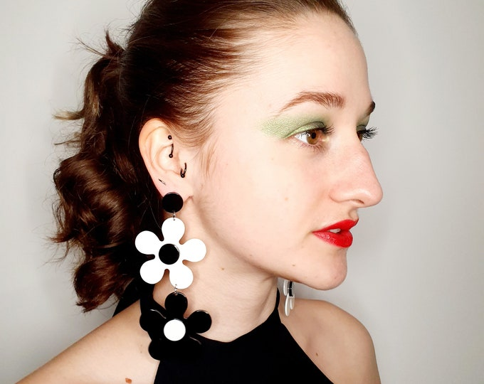 Oversized Mod Quant 60s Style Black and White Daisy Earrings