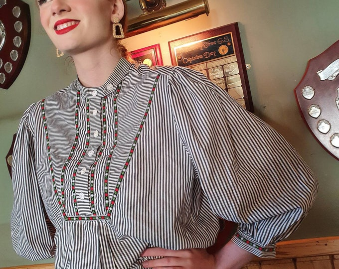 Vintage 1980s 80s Embroidered Cotton Alpine Folk Blouse Puff sleeves and Shoulders M L