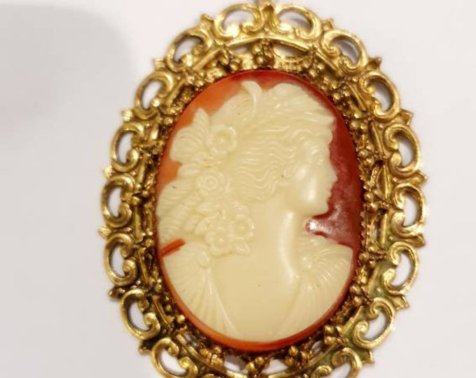 Beautiful vintage 1970s Large Cameo style pendant on Gold Decorative Metal Mount
