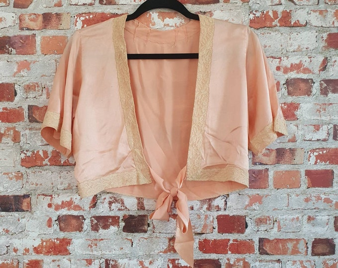 Prettiest Vintage 1930s 30s  Peach Crepe Satin Bolero Bed Jacket with  Lace Trim and Satin Tie Front S M