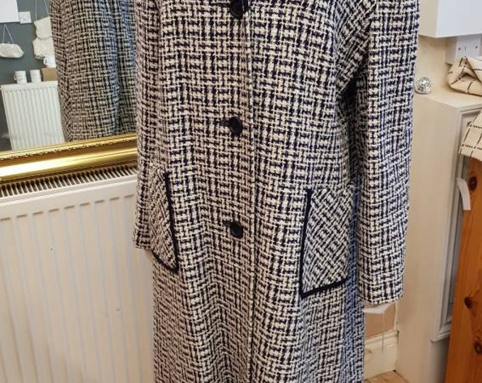 Vintage 60s cc style Blue and White plus size  1960s Boucle Tweed coat made in London 46 Bust