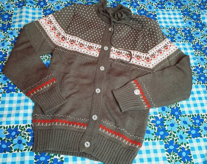 Super Cute Deadstock Girls Vintage 1970s 70s Button Up Cardigan Jumper Sweater with Frill Collar Christmas Style  age 6 - 7