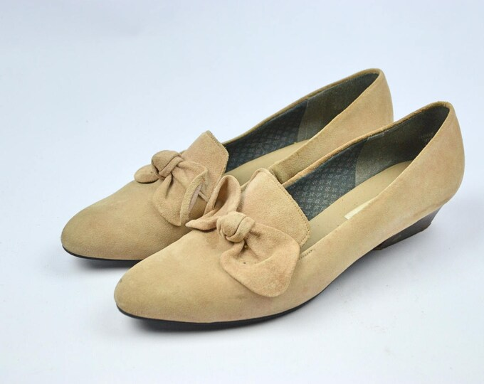 Vintage 90's Beige Suede Tie Front Loafer Slip On low heel shoes by Saxone size uk 7