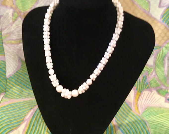 "1950s Interlocking White milk bead necklace choker 15"""