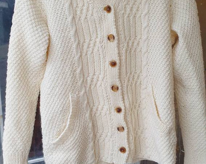 Chunky Vintage 1980s 80s Hand Knitted Cream Pure New Wool Aran Cable Knit Irish Fisherman Jumper Oversized  Unisex Cardigan with Pockets M L