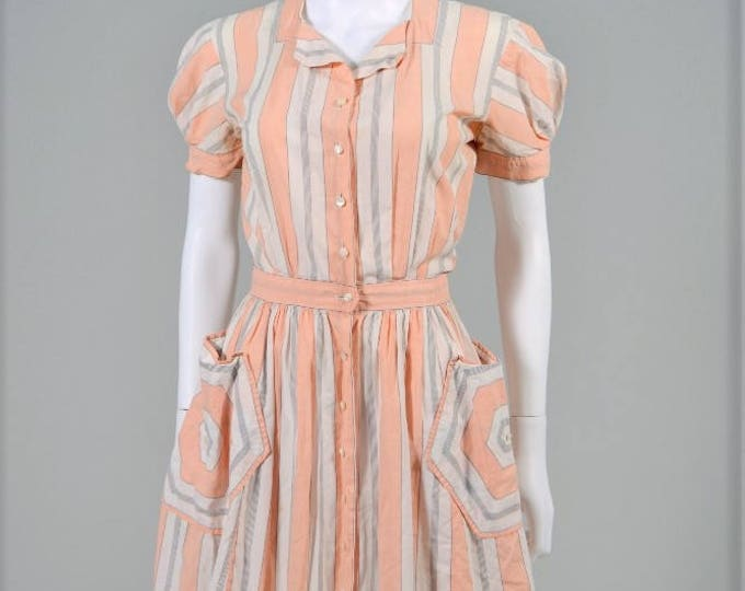 petite Vintage 1940s Carlye junior dress dating from the 40s with amazing pockets and super soft cotton xs