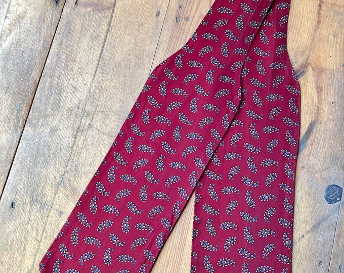 Vintage 60s 1960s Men's Mod style Tootal Cravat in Red Paisley Print. Rayon.