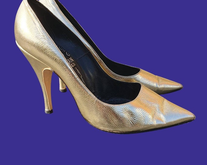 Beautifully sexy Vintahe 60s Metallic Gold Leather Spike Heel Stilletto Heel Shoes Pointed Toe 3