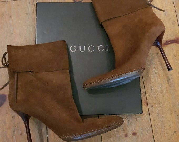 Y2k vintage Tom Ford Era Gucci High Heel Tan Suede Ankle Boots Size 40 6.5 7 With Box
