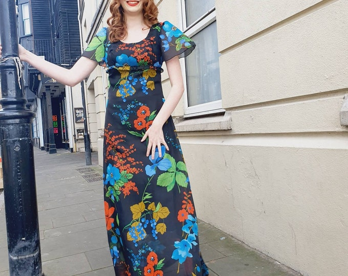 Beautiful vintage Vera Mont 1970s Fruit and Floral print Floaty Maxi Dress with Flutter Sleeves S