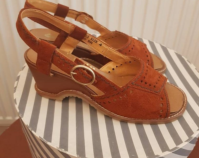 Sassy vintage 70s Hush Puppies  Tan Suede Chunky Wedge Heel Peep Toe Sandals Shoes Vtg 4 uk