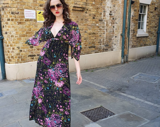 SEXY Vintage 1970s 70s Tropical Floral print Purple Maxi Plunge Front  Hostess Cape Sleeve Dress Full Skirt Small Medium