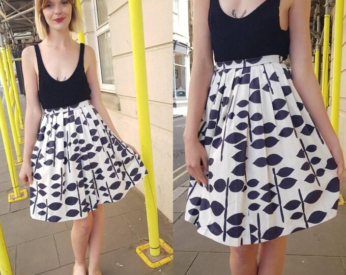 Vintage 60s 50s style Geometric leaf novelty print Knee length skirt S xs 24 waist