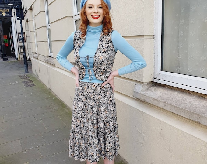 Pretty Vintage Floral 1970s Skirt and Quilted Gilet Waistcoat ensemble XS