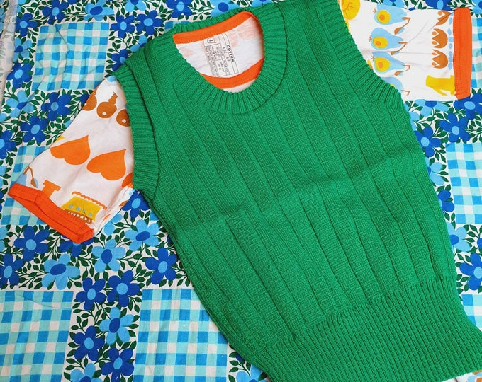 Vintage 1970s Deadstock Unisex Apple Green Chinky Acrylic Knit  Children's Tanktop age approx ages 6 7 8 Girl Boy