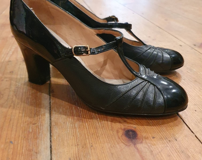Vintage 1960s Miss Holmes Black  Leather and Patent T-bar Buckle Pointed Toe mid heel court Shoes UK Size 4.5 - 5
