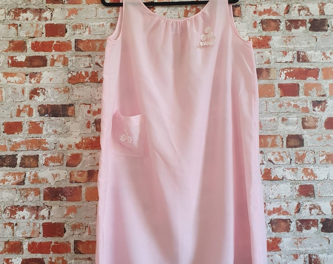 Pretty Vintage 1970s Baby Pink Tent style Midi Length Nightdress with Applique Daisies and Pocket by St Michael M L