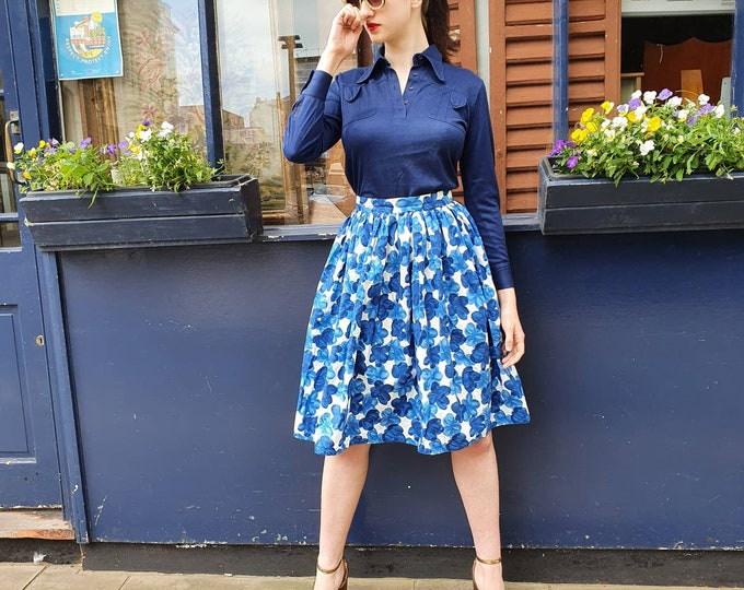 Beautiful Vintage 1950s 50s Blue and White Abstract Floral Cotton Dirndl knee Length Skirt S XS