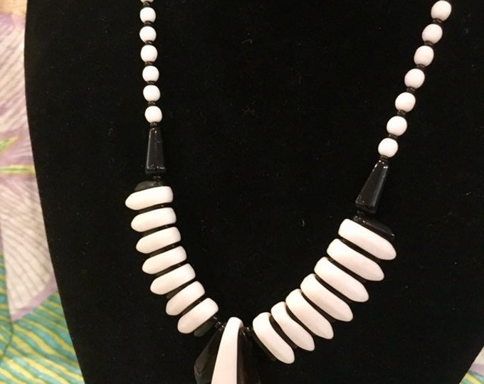 """1950s Glass bead necklace Black and White Monochrome Vintage 17"""""""