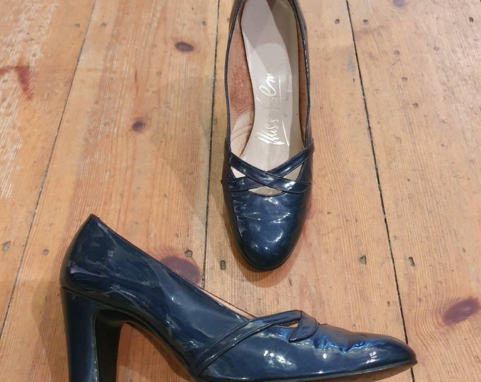 Miss Holmes Vintage 1960s  Navy Patent Leather Round Toe mid heel court Shoes UK Size 4.5-5