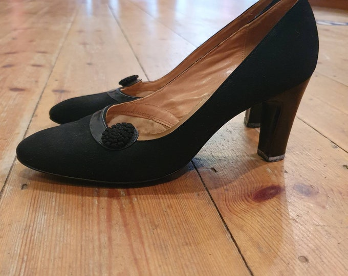 Vintage 1950s Miss Holmes Black Suede with  Leather trim and Round Rosette high heel court Shoes UK Size 4-5