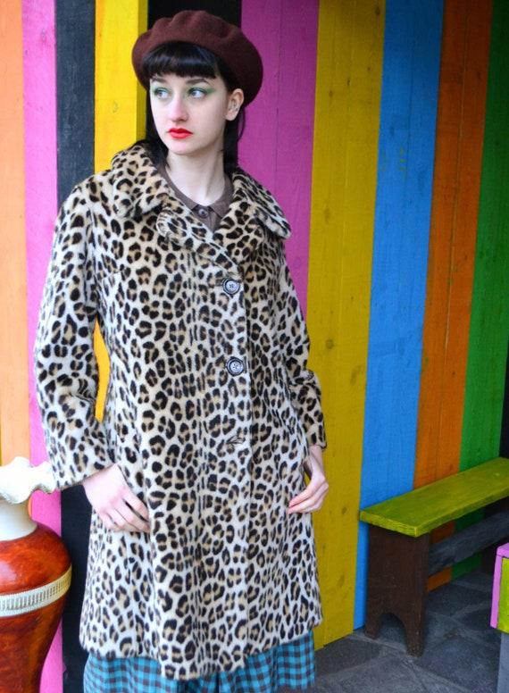Classic Vintage 1960s 60s Leopard Print Faux Fake