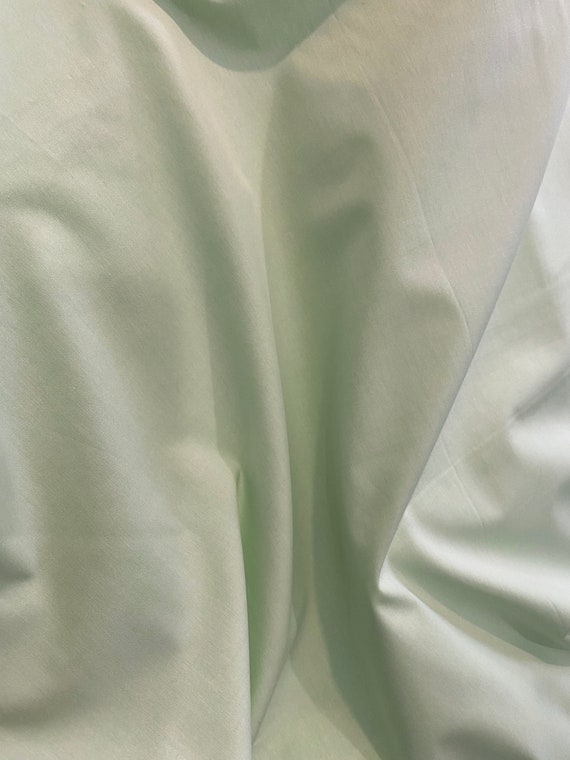 """Broadcloth Fabric / Oxford Green / 100% Cotton / Use for clothing or quilting / Smocking / Pleats for Smocking / 60"""" wide / Nashville Cotton"""