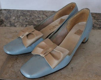 "Vintage ""Connie"" Baby Blue Leather Bow Pumps Size 7 1/2 AA"