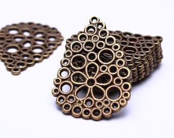 10 Drop flower charm - Drop flower pendants in antique brass color - 27mm x 20mm (530)