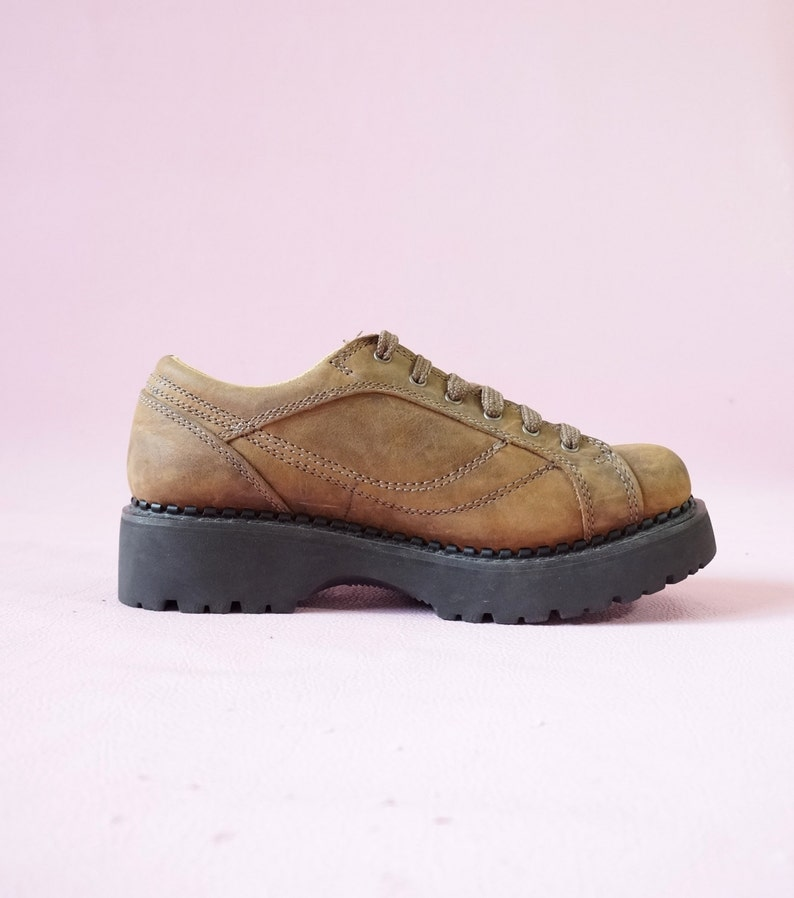 0b69d10a79d9 American Eagle 90s Chunky Platform Oxford Combat Boots 90s