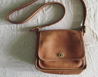 Classic Vintage Coach Shoulder Bag Tan Camel Leather
