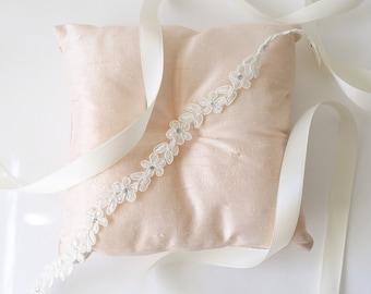 Skinny Ivory Lace Sash, Ivory Lace Flower Girl Sash, Ivory Sash Belt, Ivory Lace Head Tie, Bridesmaid Sash, Flower Girl Sash Belt