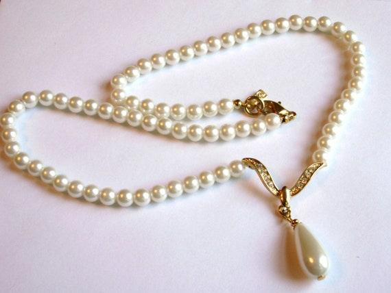 Vintage 1980/'s Gold Tone Chain Y Pendant Red Enamel Shield Rhinestone Choker Necklace