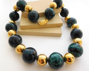Vintage Chunky Simulated Green Marbled Malachite Gold Tone Bead Necklace F6