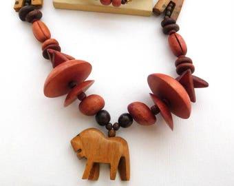 Vintage Carved Giraffe Lion Wood Bead African Safari Statement Necklace RR39