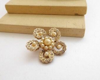Vintage Coro Small Faux Pearl Rhinestone Gold Tone Swirled Flower Brooch Pin B28