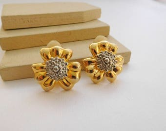Vintage Silver Gold Tone Mixed Metal Three Petal Flower Clip On Earrings G46