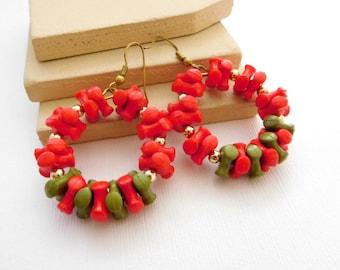 Retro Vintage Red Green Tri-Bead Cluster Christmas Wreath Dangle Earrings O26