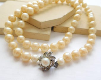 Vintage Cream Off-White Glass Knotted Pearl Rhinestone Clasp Necklace J50