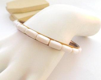 Vintage Retro Mod White Rectangular Bead Over Gold Tone Bangle Bracelet P12
