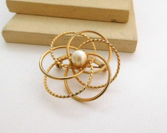Vintage Gold Tone Open Infinity Circle Love Knot Flower Faux Pearl Brooch Pin N7
