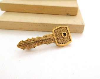 Retro Vintage Yellow Gold Tone Key Brooch Pin O20