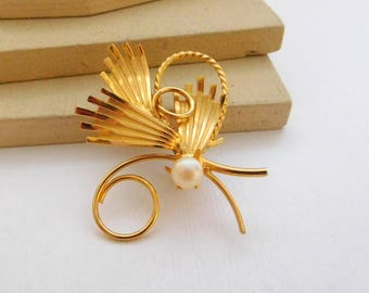 Vintage Modernist White Faux Pearl Gold Tone Butterfly Brooch Pin E45
