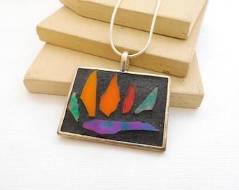 Retro Glass Shard Mosaic Inlay Bear Paw Pendant Necklace E41