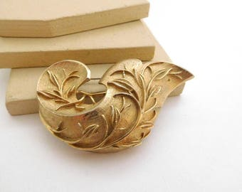 Vintage Sarah Coventry Chunky Detailed Gold Tone Leaf Brooch Pin J48