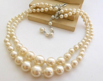 Vintage Japan White Faux Pearl Knotted Bead Layered Choker Necklace E37
