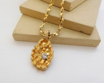 Vintage Yellow Gold Tone Glass Rhinestone Nugget Texture Pendant Necklace O27