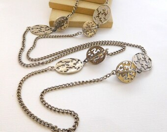 Vintage Dimensional Openwork Silver Tone Medallion Chain Station Necklace K36