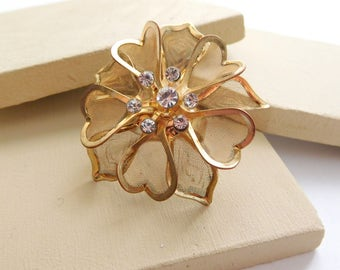 Vintage Large Chunky Gold Tone Mesh Rhinestone Flower Ring Size 5 I2